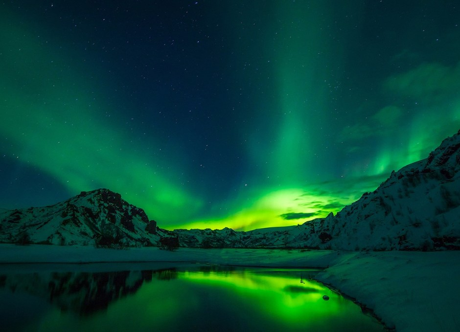 solo travellers iceland northern lights aurora borealis