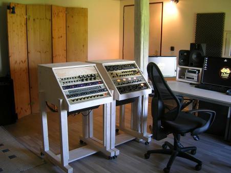 Studio (25)