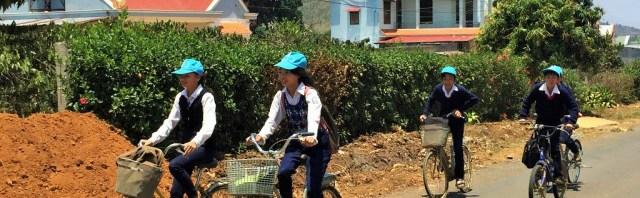 Vietnam bisikletli çocuklar