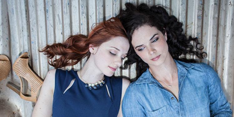 "Heartland Trailer<span class=""pt_splitter pt_splitter-1""> – A woman & her brother's girlfriend get close in the lesbian-themed film</span>"