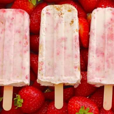 (RED) Strawberry Cheesecake Popsicles