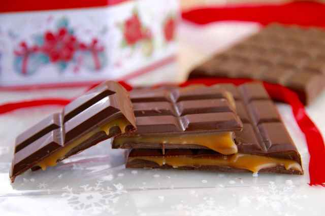 Homemade Chocolate Bars, Chocolate Bars, Candy, Homemade Candy, Easy Chocolate Bars, Candy, Candy Molds, Gemma Stafford, Bigger Bolder Baking, Edible Gifts, Food Gifts, Holiday Food Gifts, Desserts, Homemade Desserts, Holiday Desserts, Bold Baking, Bold Bakers, Dark Chocolate and Salted Caramel, Homemade Candies