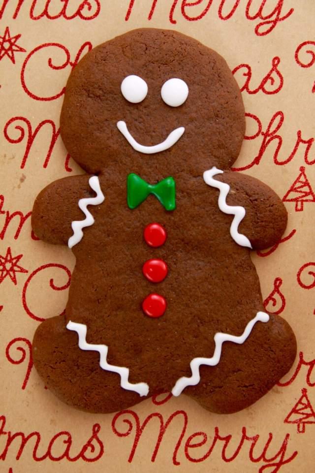 Gingerbread Man Cookie, Traditional Irish Shortbread, Chocolate Crinkle Cookie, cookie recipe, Single serving recipe, monster cookies, giant cookies, cookies, holiday cookies, christmas cookies, christmas desserts, holidays desserts, chocolate cookie, shortbread, crinkle cookie, christmas baking, Holidays baking