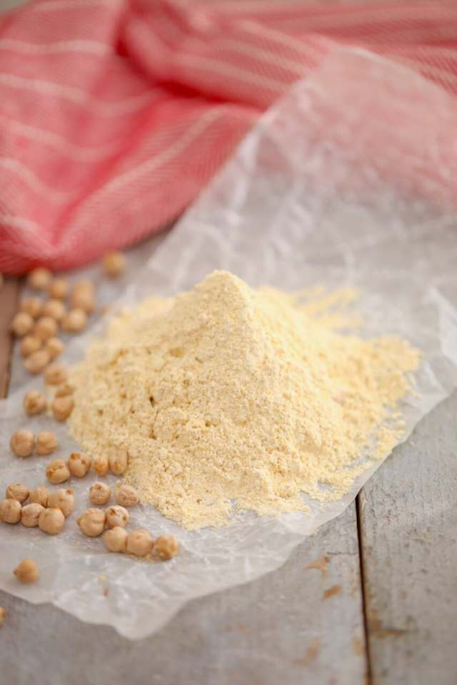 Chickpea Flour,how to make chickpea flour, gluten free flour, how to make gluten free flour, how to make nut flours, how to make flour, how to make celiac flours, how to make chickpea flour