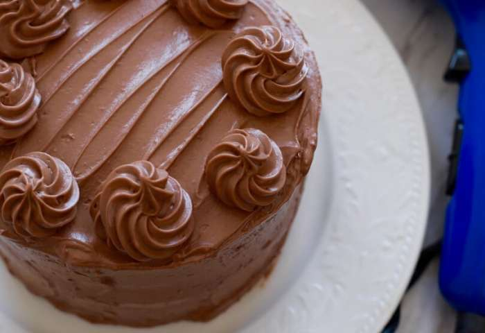 Easy Cake Decorating How To Make Cake Frosting Shiny Gemmas