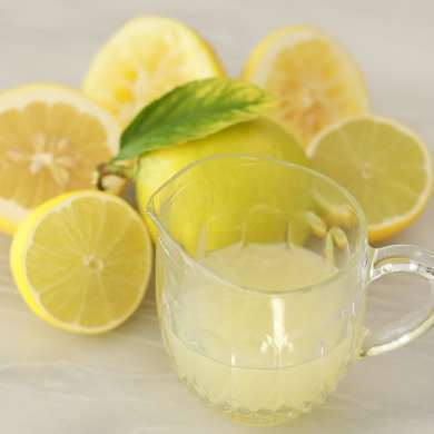 The Best Way to Juice a Lemon