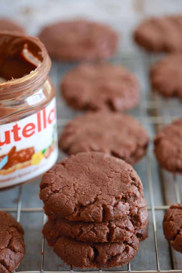 cookie recipes, chocolate cookies, 3 ingredient recipes, Chocolate recipes, Chocolate brownies, Nutella recipes, easy brownie recipe, easy recipes, kid friendly recipes, cookie recipes, baking, easy desserts, dessert recipes
