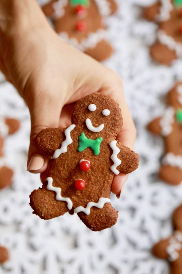 How to make gingerbread men, easy Homemade Gingerbread Men recipe, easy desserts , easy christmas cookie recipes , Homemade Gingerbread Men recipe, best desserts, best ever desserts, best ever Homemade Gingerbread Men recipe, affordable recipes, cheap recipes, cheap desserts, simple recipes, simple desserts, quick recipes, Healthy meals, Healthy recipes, How to make, How to bake, baking recieps, recipes for kids, baking with kids, baking with children, kid friendly recipes, child friendly recipes, Holiday recipes, Christmas recipes, Holiday baking, Holiday desserts, Christmas desserts, Thanksgiving recipes, Thanksgiving desserts, Christmas baking, christmas cookie reicpes