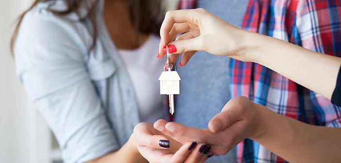 realtor giving house keys to homeowners