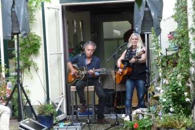 Chris Koenen en Pam MacBeth - Rode Huis 2