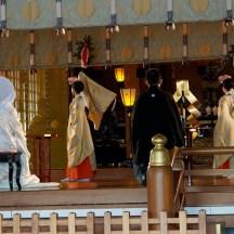 tanzende Priester