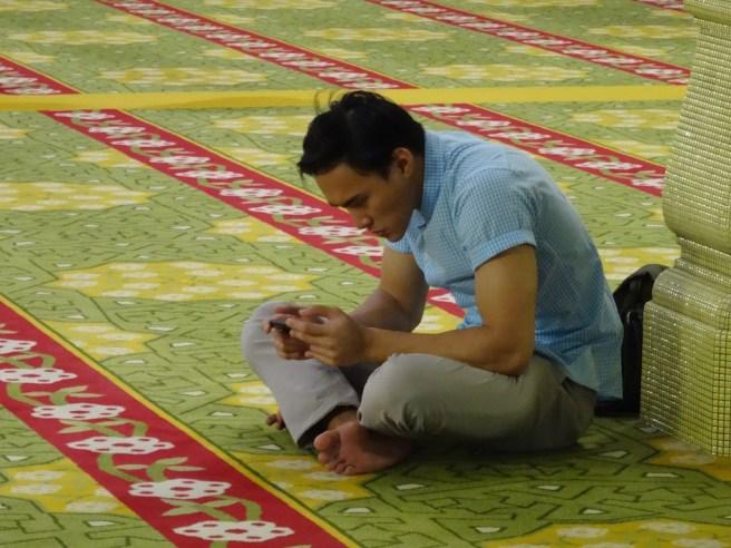 ins Gebet vertieft