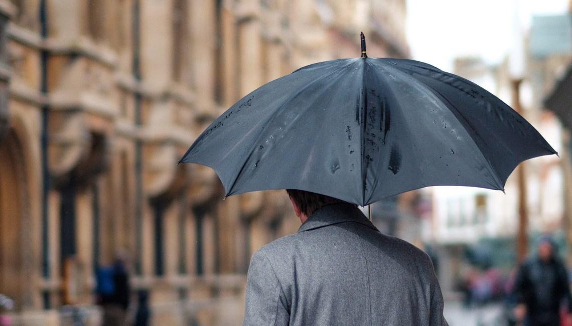 Pourquoi cheveux frisent pluie