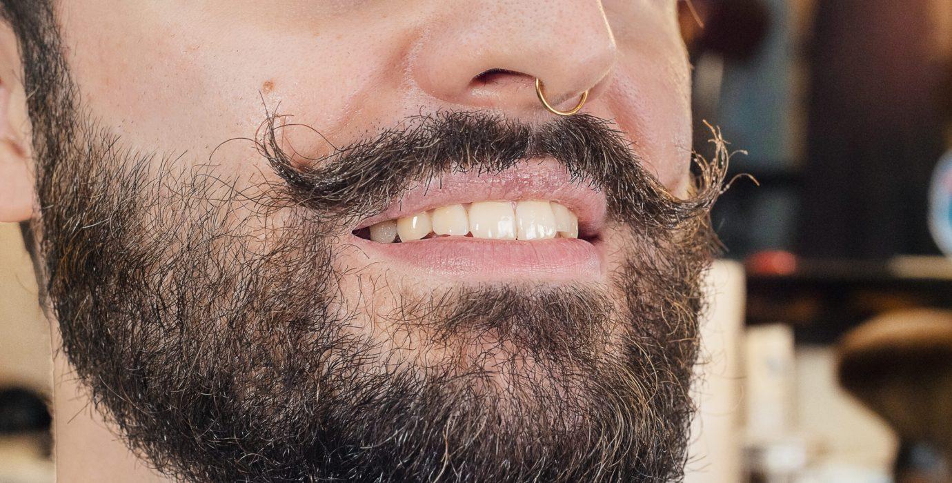 faire pousser sa moustache plus vite