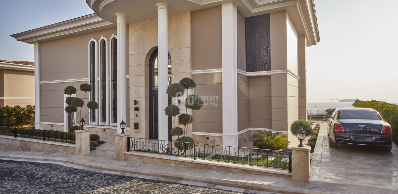Big villas for sale with horizon sea view and big garden in Istanbul Beylikduzu