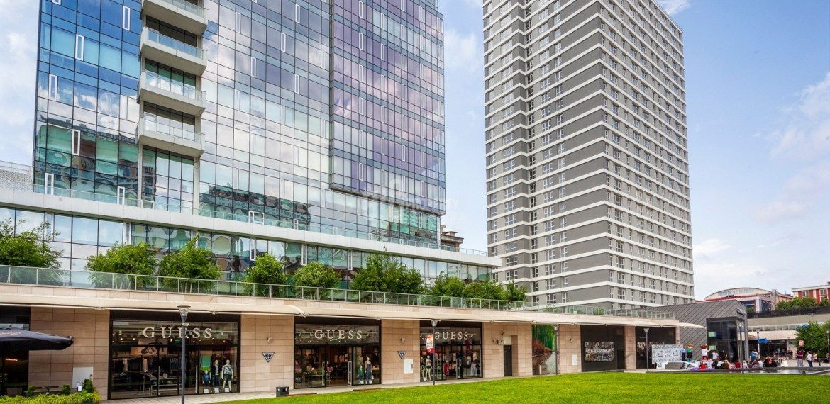 Family property has shopping mall for sale in istanbul bahçelievler