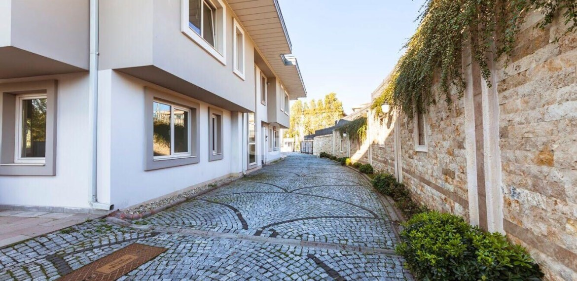 beautiful villa for sale in istanbul with good location