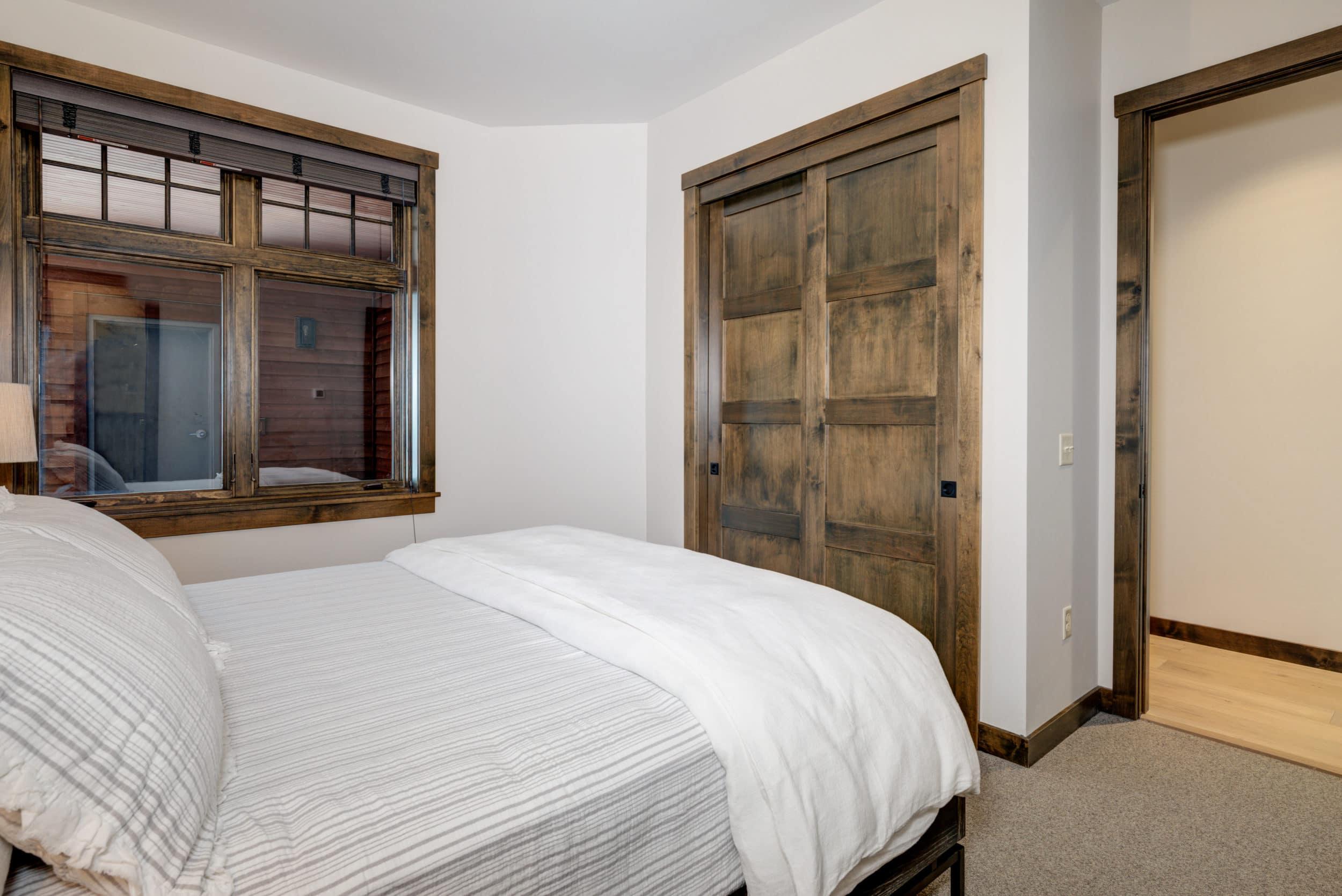 Elkhorn 2303C 2nd bedroom2
