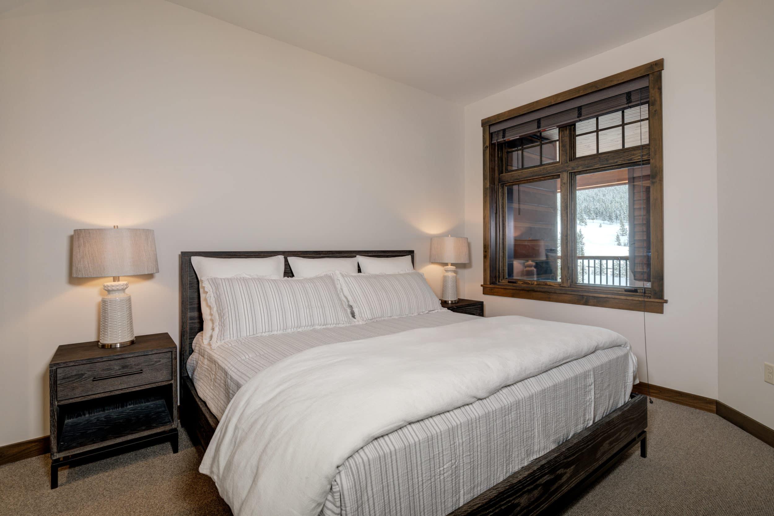Elkhorn 2303C 2nd bedroom3