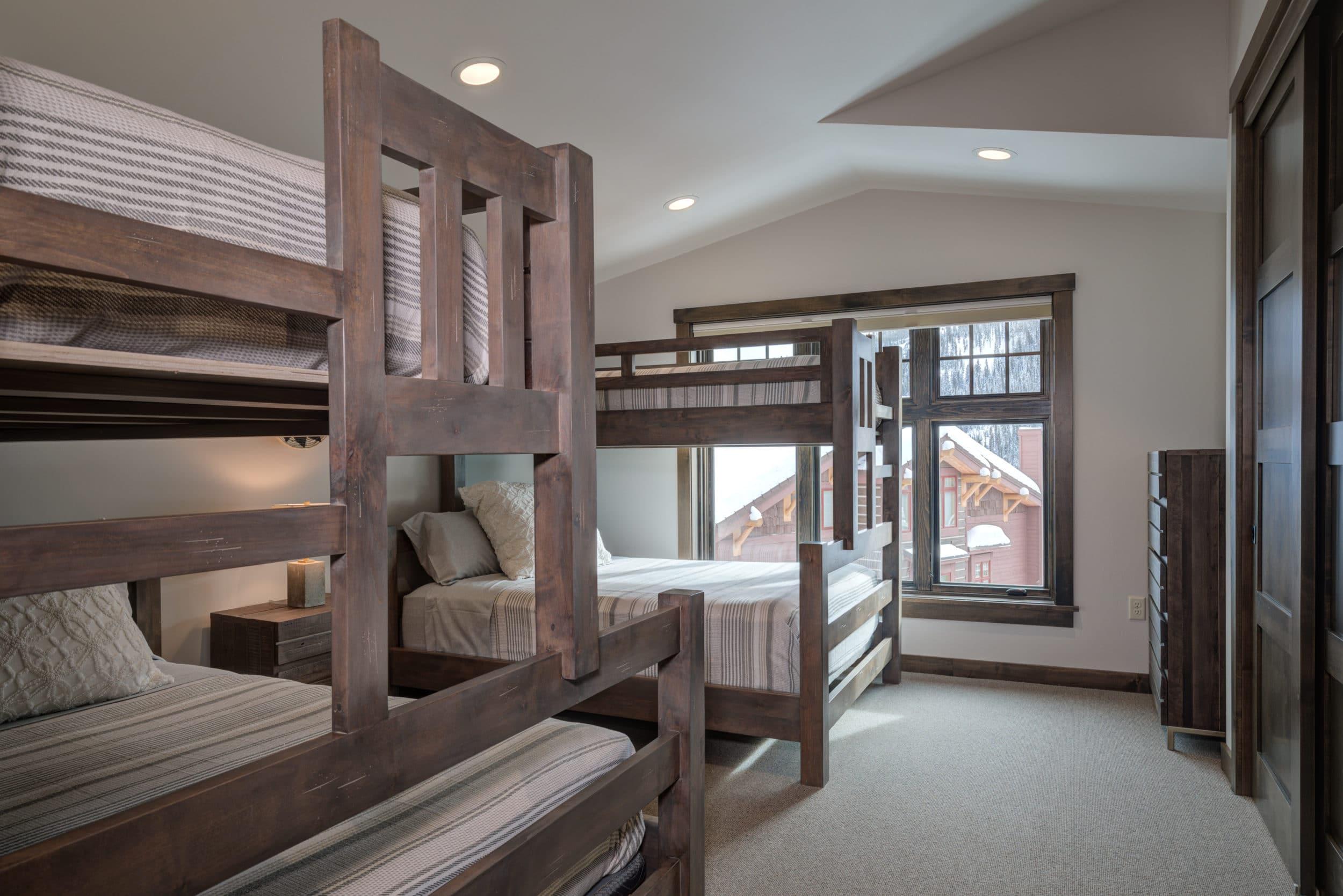 Elkhorn 2303C loft bedroom3