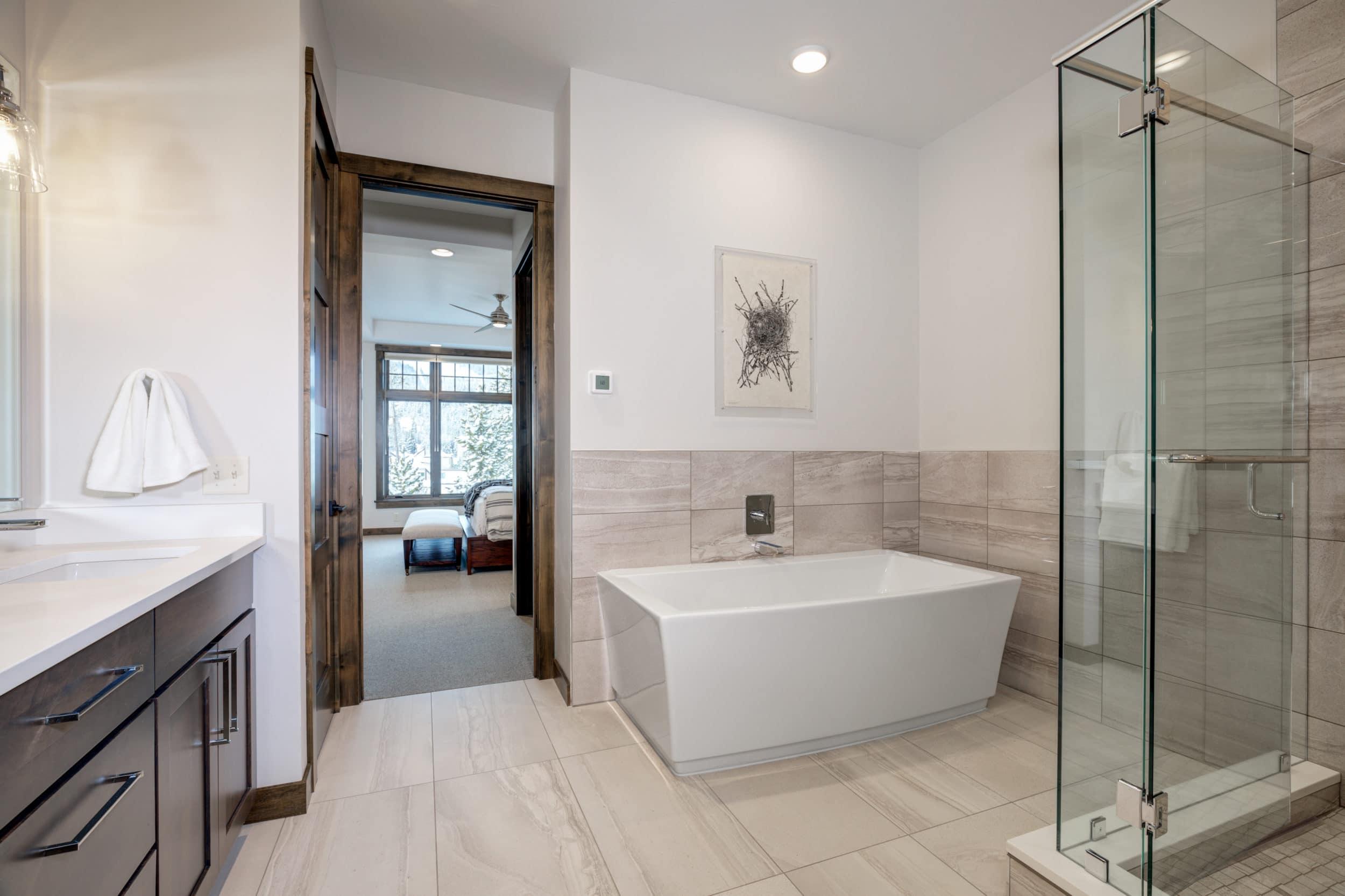 Elkhorn 2303C master bathroom4