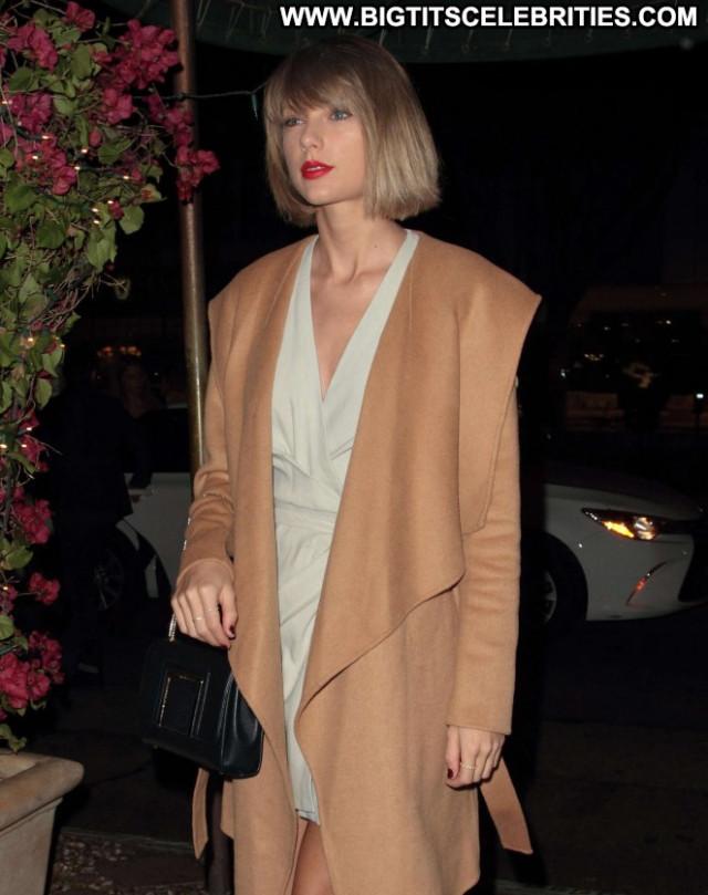 Taylor Swift Babe Posing Hot Restaurant Celebrity Hollywood Paparazzi