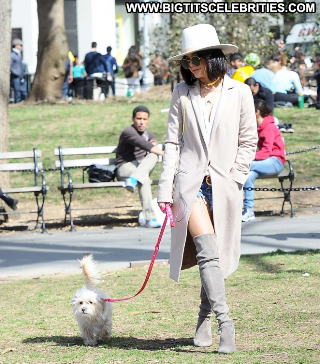 Vanessa Hudgens Babe Posing Hot Park Paparazzi Nyc Celebrity