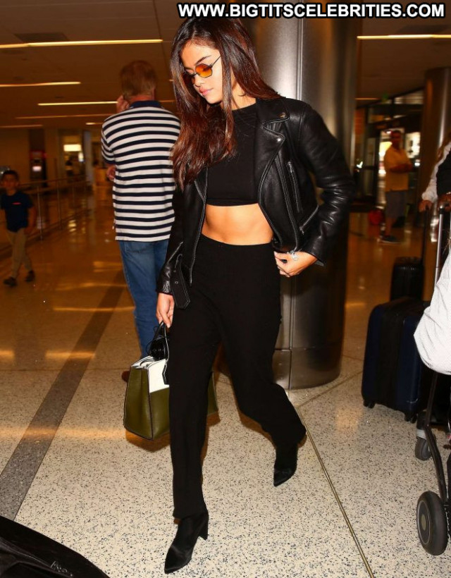 Selena Gomez Lax Airport Babe Los Angeles Lax Airport Paparazzi