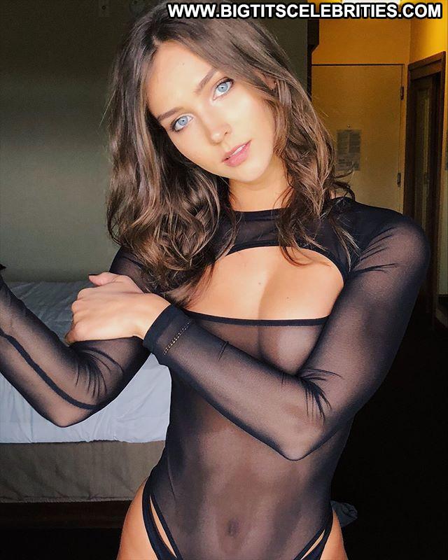 Rihanna Topless Photoshoot Panties Beautiful Usa Topless Cleavage
