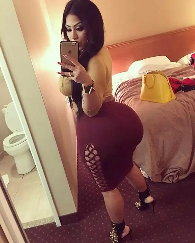 Amateur Latina With Huge Fake Booty Selfie Picture