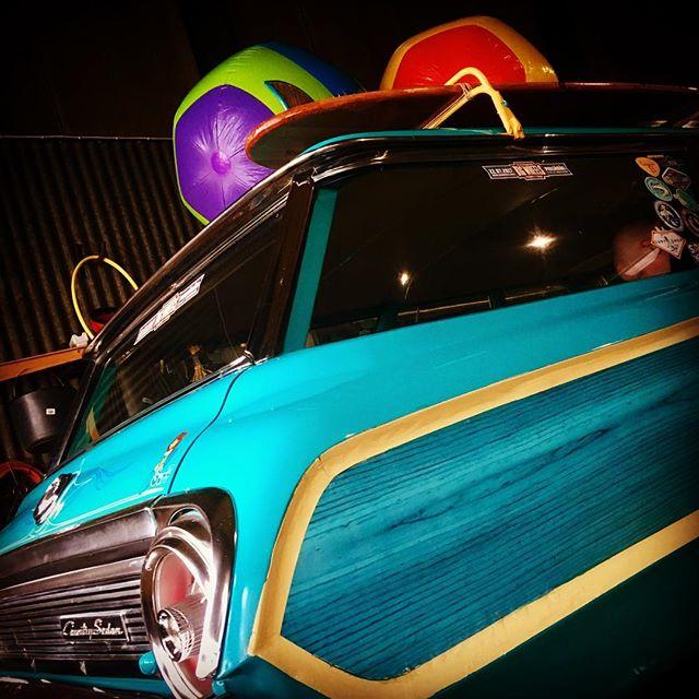 Surf's up! Huomenna startataan kohti Hot Rod & Rock Showta, ajamalla tietysti ja biitsikamat mukana! Tervetuloa tutustumaan USA Car Club Pieksämäki ry:n ja Big Wheelsin osastoon A313 29.-30.4. @hotrodrockshow