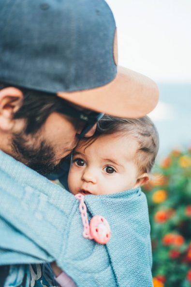 man met baby, BijbelseVrouw