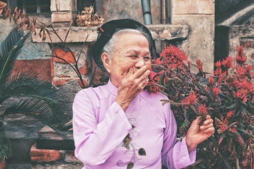 Lachende vrouw genezing