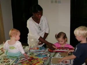 Elisa, Jessica, Michaja en Darin in de crèche