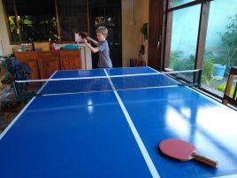 Heerlijk om weer op onze eigengemaakte tafeltennis te kunnen spelen. We kunnen het nog!