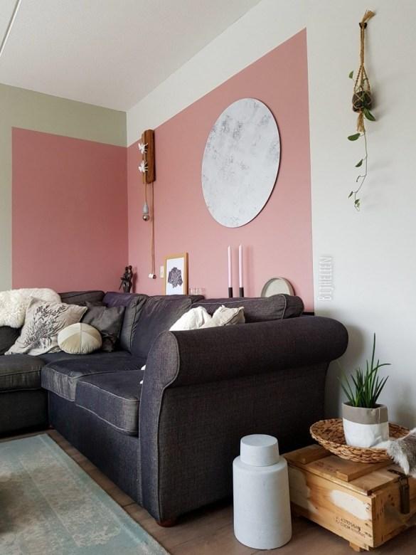 woonkamer gezellig inrichten met kleurvlak en roze