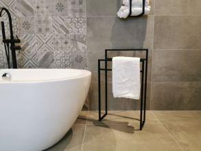 zwart rek badkamer handdoeken