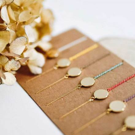 371001jau-bracelet-pastille-ronde-dore-fil-torsade-jaune-collection-une-nuit-a-paris-7bis-2.jpg