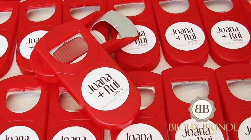 Abre-cápsulas: lembrança de casamento da Joana + Rui