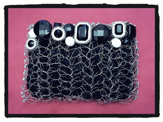 CrochetMania…Metal HandBag in Black and White