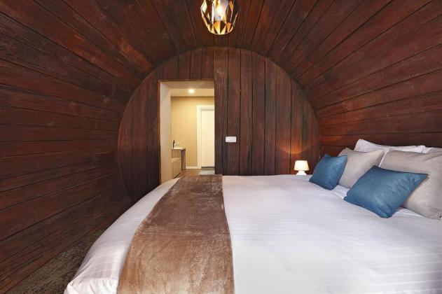 Bijzondere Overnachting Origineel Overnachten Slapen in een wijnvat Hotel Vrouwe van Stavoren11