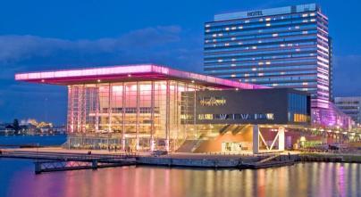Bijzondere Overnachting Origineel Overnachten Movenpick City Centre Hotel Amsterdam uizicht over Amsterdam18
