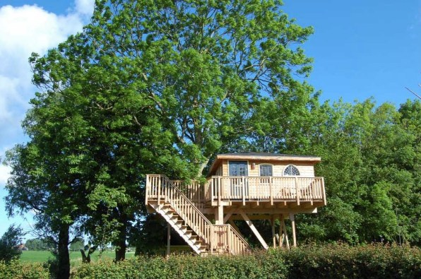 Bijzondere Overnachting Slapen in een boomhut Het Kleine Paradijs Friesland1