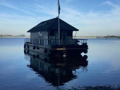 Bijzondere Overnachting Origineel Overnachten Slapen op het water in Vaarthuis Pur Sang in Maurik6