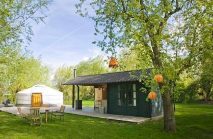 Bijzondere Overnachting Slapen in een Yurt met bad in Drenthe bij Emmen1