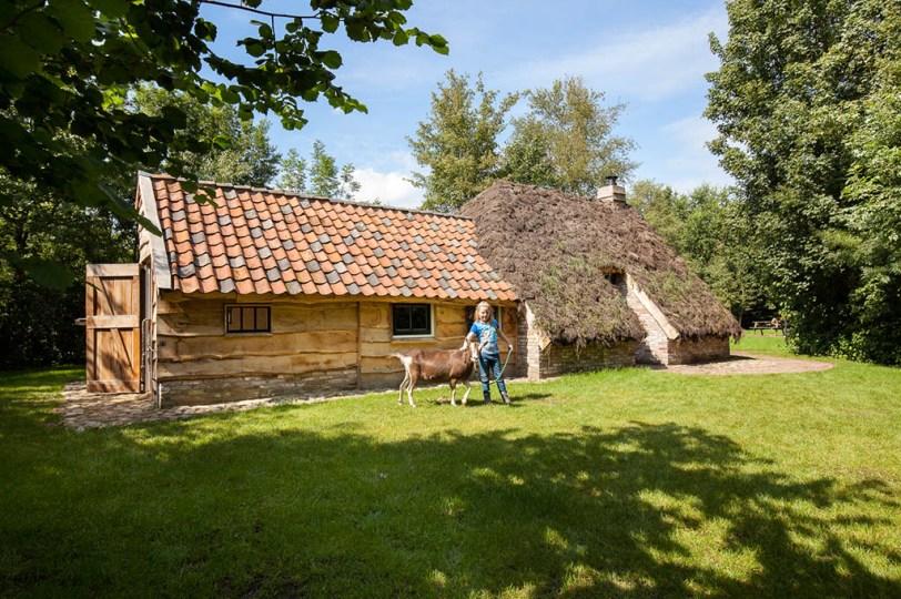 Bijzondere Overnachting Origineel Overnachten Slapen in een plaggenhut en plaggenkeuterij in Drenthe4