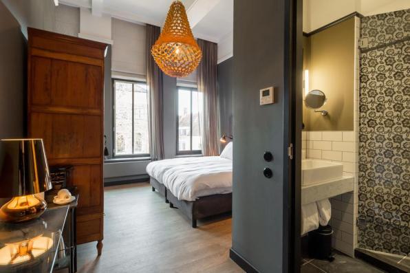 Bijzondere Overnachting Origineel Overnachten Slapen in een voormalig postkantoor Hotel Post Plaza in Leeuwarden9