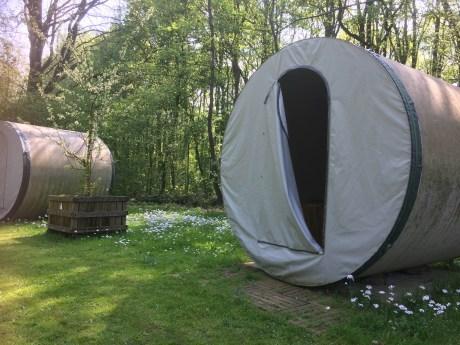 Origineel overnachtingen en slapen in rioolbuizen
