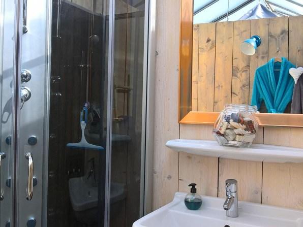 Bijzondere Overnachting Origineel Overnachten Slapen in een kas - De KasInn in het Brabantse Hank9