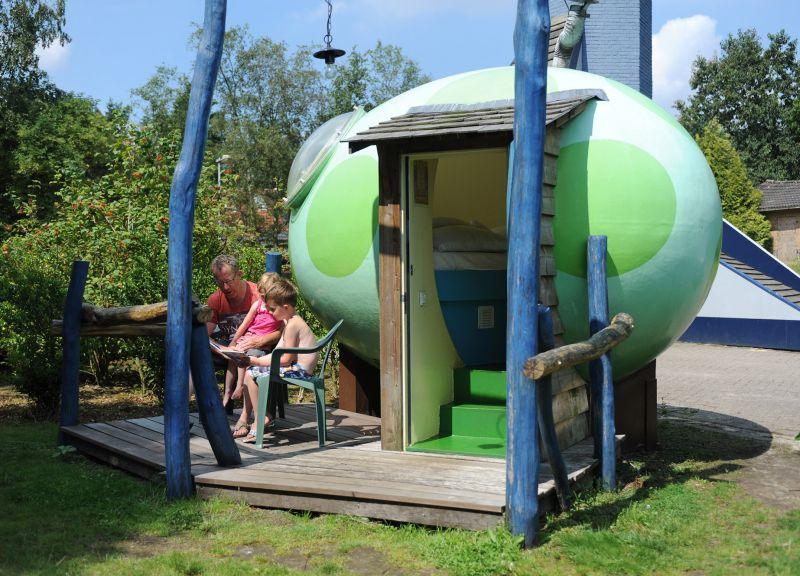 Bijzondere Overnachting Origineel Overnachten Slapen in een DrakenEi op Camping Schinkel Hoenderloo3